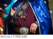 Купить «Крупным планом руки бурятского шамана во время ритуала около священной горы Ёрд (Ехе Ёрдой) около озера Байкал, Иркутская область», фото № 7558528, снято 13 июня 2015 г. (c) Николай Винокуров / Фотобанк Лори
