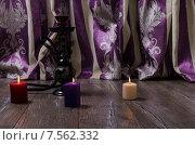 Кальян и свечи стоят на полу. Стоковое фото, фотограф Полина Соколова / Фотобанк Лори