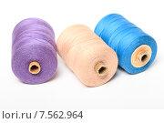 Купить «Катушки с разноцветными нитками на белом фоне», эксклюзивное фото № 7562964, снято 14 июня 2015 г. (c) Яна Королёва / Фотобанк Лори