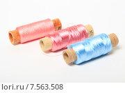Купить «Катушки с нитками», эксклюзивное фото № 7563508, снято 14 июня 2015 г. (c) Яна Королёва / Фотобанк Лори