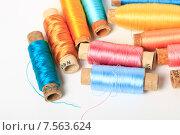 Купить «Катушки с разноцветными нитками», эксклюзивное фото № 7563624, снято 14 июня 2015 г. (c) Яна Королёва / Фотобанк Лори