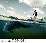 Купить «Рыбак ловит рыбу с надувной лодки», фото № 7564644, снято 3 июня 2015 г. (c) Михаил Дударев / Фотобанк Лори