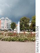 Гроза, идущая к фонтану (2008 год). Редакционное фото, фотограф Ирина Семчук / Фотобанк Лори
