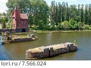 Купить «Домик смотрителя моста. Опоры старого разрушенного моста.  Калининград, Кёнигсберг до 1946 г.», эксклюзивное фото № 7566024, снято 15 июня 2015 г. (c) Svet / Фотобанк Лори