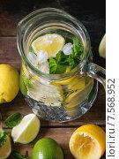 Купить «Стеклянный кувшин с домашним лимонадом, вид сверху», фото № 7568952, снято 12 июня 2015 г. (c) Natasha Breen / Фотобанк Лори