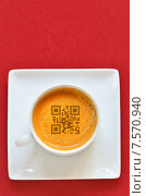 Чашка эспрессо и QR-код на пенке. Стоковое фото, фотограф Iordache Magdalena / Фотобанк Лори