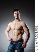 Купить «Muscular man posing in dark studio», фото № 7571008, снято 4 мая 2015 г. (c) Elnur / Фотобанк Лори