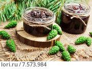 Купить «Варенье из зеленых шишек на деревянном столе», фото № 7573984, снято 15 июня 2015 г. (c) Надежда Мишкова / Фотобанк Лори