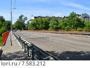 Купить «Автомобильный мост через реку Клязьму (Шапкин мост). Королев, Московской области», эксклюзивное фото № 7583212, снято 2 июня 2015 г. (c) lana1501 / Фотобанк Лори