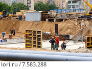 Начальный этап строительства многоэтажного дома (2015 год). Редакционное фото, фотограф Шайкина Наталья / Фотобанк Лори