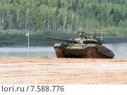 Купить «Т-72Б3. Российский основной боевой танк на полигоне», эксклюзивное фото № 7588776, снято 17 июня 2015 г. (c) Алексей Бок / Фотобанк Лори