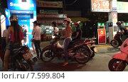 Купить «Очередь в банкомат», видеоролик № 7599804, снято 6 февраля 2015 г. (c) Александр Подшивалов / Фотобанк Лори