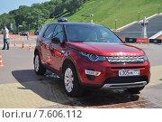 Купить «Автомобиль Land Rover Discovery», эксклюзивное фото № 7606112, снято 20 июня 2015 г. (c) Лариса Вишневская / Фотобанк Лори