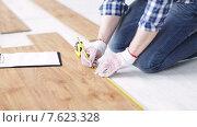 Купить «close up of man measuring flooring and writing», видеоролик № 7623328, снято 28 марта 2015 г. (c) Syda Productions / Фотобанк Лори