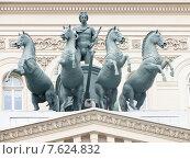 Купить «Квадрига Аполлона на здании Большого театра в Москве», фото № 7624832, снято 29 июня 2015 г. (c) Алексей Ларионов / Фотобанк Лори