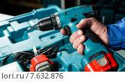 Купить «Hand holding a screwdriver», фото № 7632876, снято 15 сентября 2012 г. (c) Ярочкин Сергей / Фотобанк Лори