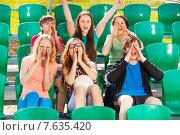 Купить «Дети болеют за свою команду на трибуне стадиона», фото № 7635420, снято 10 мая 2015 г. (c) Сергей Новиков / Фотобанк Лори