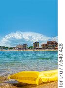 Первая линия отелей на берегу, пляж Феодосии в Крыму (2015 год). Редакционное фото, фотограф Tatyana Krasikova / Фотобанк Лори