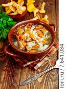 Купить «Суп с лесными грибами на столе», фото № 7641084, снято 3 июля 2015 г. (c) Надежда Мишкова / Фотобанк Лори