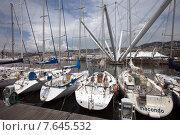 Яхты  на причале в Старом порту Генуи. Италия (2015 год). Редакционное фото, фотограф Tanya  Polevaya / Фотобанк Лори