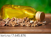 Купить «Масло из грецких орехов», фото № 7645876, снято 25 июня 2015 г. (c) Татьяна Белова / Фотобанк Лори
