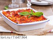 Купить «Вегетарианская лазанья с томатным соусом и базиликом», фото № 7647964, снято 10 февраля 2014 г. (c) Елена Веселова / Фотобанк Лори