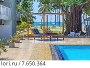 Купить «Шри-Ланка, Нилавели. Вид из уютного отеля Pigeon Island Beach Resort с бассейном на песчаный пляж на берегу Индийского океана», фото № 7650364, снято 15 июня 2015 г. (c) Владимир Сергеев / Фотобанк Лори