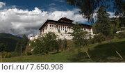 Low angle view of a Rinpung Dzong, Paro Valley, Paro District, Bhutan (2010 год). Стоковое фото, фотограф Keith Levit / Ingram Publishing / Фотобанк Лори