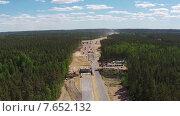 Купить «Вид с высоты на дорожное строительство», видеоролик № 7652132, снято 7 июля 2015 г. (c) Discovod / Фотобанк Лори