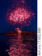Canada Day firework display, Keewatin, Unorganized Kenora, Kenora, Lake of The Woods, Ontario, Canada. Стоковое фото, фотограф Keith Levit / Ingram Publishing / Фотобанк Лори