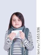 Купить «Девочка, укутанная большим вязаным шарфом, с белой салфеткой для насморка», фото № 7653936, снято 29 июня 2015 г. (c) Emelinna / Фотобанк Лори