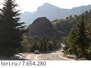 Купить «Крым, извилистая горная дорога Ялта - Севастополь», эксклюзивное фото № 7654280, снято 6 сентября 2011 г. (c) Дмитрий Неумоин / Фотобанк Лори