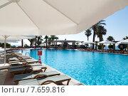 Купить «Турция, Кемер, бассейн в отеле 5 звёзд», фото № 7659816, снято 1 июля 2015 г. (c) Валерий Шилов / Фотобанк Лори