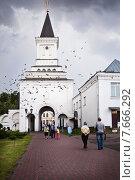Купить «Святые ворота с надвратной башней. Николо-Угрешский монастырь», фото № 7666292, снято 11 июля 2015 г. (c) Victoria Demidova / Фотобанк Лори
