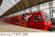"""Купить «Красный поезд """"Аэроэкспресс"""" на Киевском вокзале. Москва», фото № 7677208, снято 14 мая 2015 г. (c) Владимир Журавлев / Фотобанк Лори"""