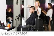 Купить «Woman hairdresser doing hairstyle», фото № 7677664, снято 20 января 2020 г. (c) Яков Филимонов / Фотобанк Лори
