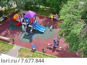 Детская площадка в Москве (2015 год). Редакционное фото, фотограф Юрий Василенко / Фотобанк Лори