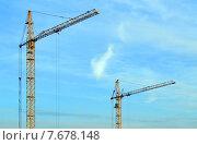 Купить «Два подъемных башенных крана на строительстве жилого дома», эксклюзивное фото № 7678148, снято 30 апреля 2015 г. (c) Александр Замараев / Фотобанк Лори