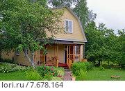 Купить «Загородный летний дом», эксклюзивное фото № 7678164, снято 28 июня 2015 г. (c) Александр Замараев / Фотобанк Лори