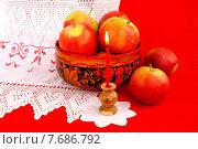 Купить «Церковная свеча и яблоки на рушнике», эксклюзивное фото № 7686792, снято 8 августа 2014 г. (c) Blekcat / Фотобанк Лори