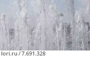 Купить «Струи фонтана. Замедленное движение», видеоролик № 7691328, снято 15 июля 2015 г. (c) Шабанов Дмитрий / Фотобанк Лори