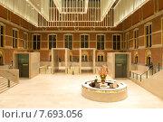 Купить «Центральный зал Национального государственного музея в Амстердаме», фото № 7693056, снято 15 декабря 2013 г. (c) Алексей Зарубин / Фотобанк Лори