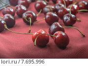 Вишня нового урожая. Стоковое фото, фотограф Владимир Вдовиченко / Фотобанк Лори