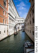Мост Вздохов через Дворцовый канал. Венеция. Италия. (2012 год). Редакционное фото, фотограф Валерий Апальков / Фотобанк Лори