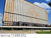Купить «Вьетнамский культурно-деловой центр «Ханой–Москва» с гостиницей и апартаментами. Ярославское шоссе, 146. Москва», эксклюзивное фото № 7699072, снято 23 июня 2015 г. (c) lana1501 / Фотобанк Лори