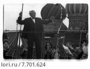 Мстислав Ростропович дирижирует оркестром на Красной площади. 26 сентября 1993 года. Редакционное фото, фотограф Борис Кавашкин / Фотобанк Лори