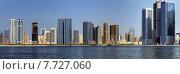 Купить «Панорама небоскребов и набережной лагуны в городе Шарджа, ОАЭ», фото № 7727060, снято 27 октября 2014 г. (c) SevenOne / Фотобанк Лори