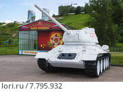 Купить «Парк Победы в Нижнем Новгороде. Танк Т-34-85 в зимнем камуфляже», фото № 7795932, снято 19 июля 2015 г. (c) Александр Романов / Фотобанк Лори
