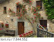 Купить «houses in catalan village. Rupit i Pruit», фото № 7844552, снято 20 июля 2019 г. (c) Яков Филимонов / Фотобанк Лори