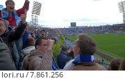 Купить «Ликующие футбольные фанаты», видеоролик № 7861256, снято 5 апреля 2015 г. (c) Данил Руденко / Фотобанк Лори